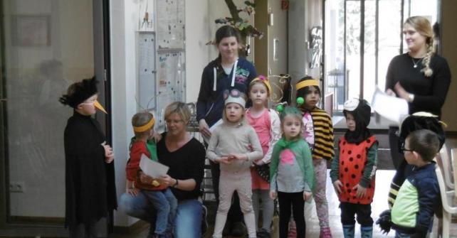 Besuch der Kindergartenkinder Aufführung Frühlingstanz