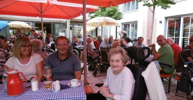 Sommerfest mit Grillen und Musik