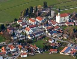 Luftbild über dem Zentrum von Altfraunhofen